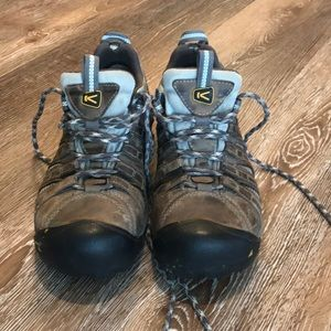KEEN Hiking Shoes Size 8